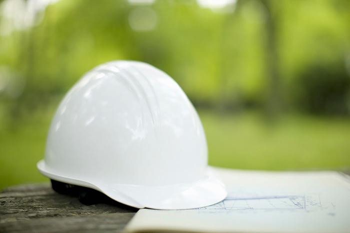 白いヘルメット